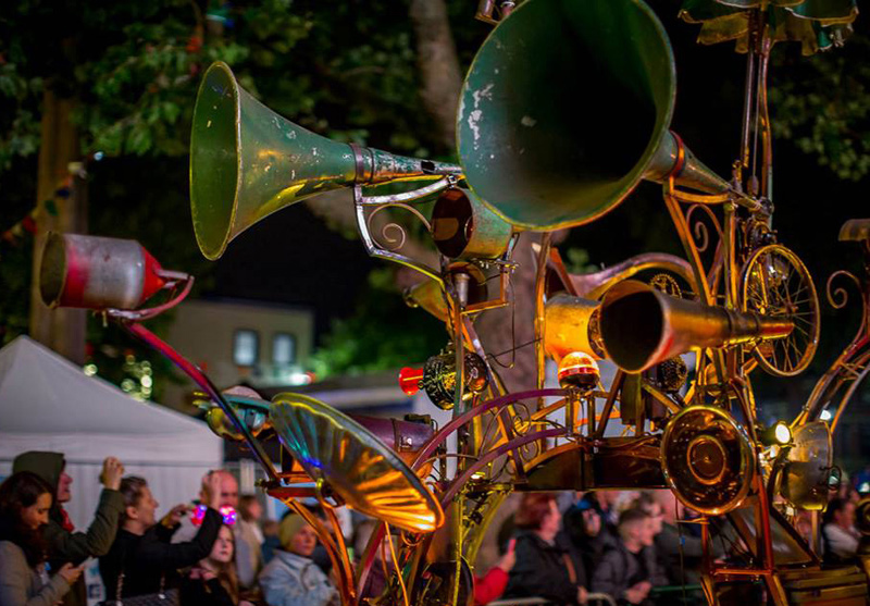 Combined with a live musician & performer the Hurly Burly creates a world of rusty waltzes, fog horn funk and wasteland folk dance. A mobile Island of Noise, it travels on a rag tag procession through audiences, stopping to perform scrapyard symphonies and scavenger songs.